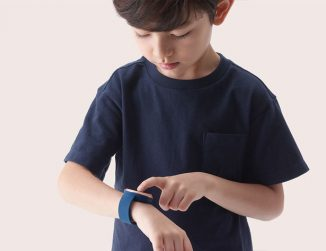 AKI Smartwatch for Children with Location Detection, Geo-Fencing Technology, and Personalized Positioning