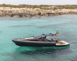 Small Anvera 48 Yacht Features Carbon Fiber Hull