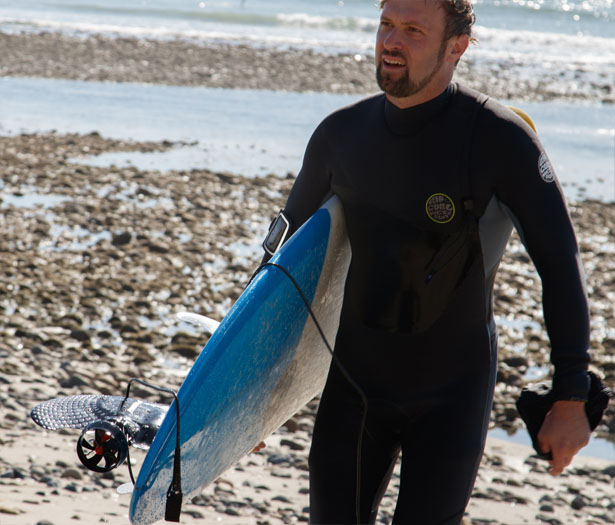 Boost Surfing Electric Fin for Surfboards Gives You Speeds Up to 11mph