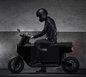 Compact Commooter e-Scooter Concept with Large Storage Space
