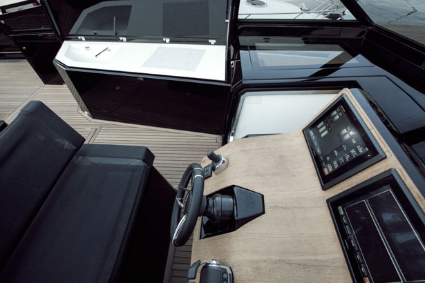 Evo 43 Expandable Yacht by Blu Martin