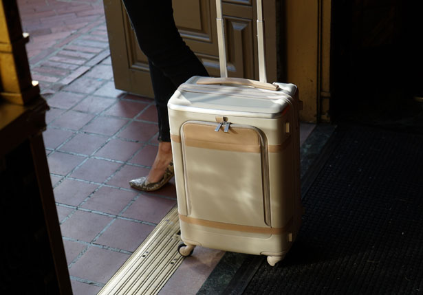 Floatti Super Suitcase by Andrea Ponti