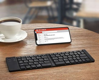 The Folding Pocket-Sized Keyboard Brings Back The Comfort of Typing for Smartphone