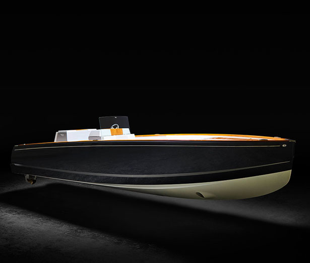 Dasher Electric Yacht by Hinkley