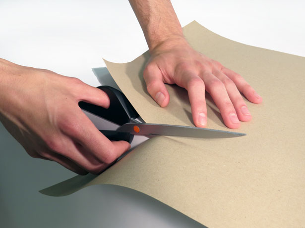 Linear Scissors Can Cut a Straight Line Easily Without Pre-Marking