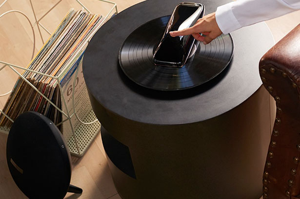 LOVE - World's First Intelligent Turntable by Yves Behar