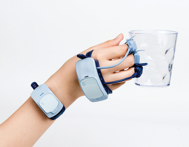 MANOVIVO Wearable Smart Glove for People with Rheumatoid Arthritis by Kim Guiyoung, Prof. Kim Jieun, and Lee Hyejeong