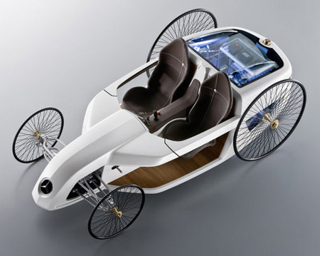 Mercedes F-Cell Roadster Unites High Tech and Tradition