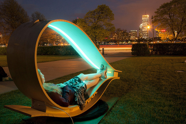 mit soft rocker solar powered sun lounger