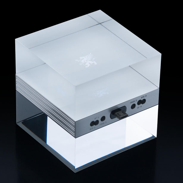Mobiado m Cube Luxury Charger Stand Is Made of Glass Cube