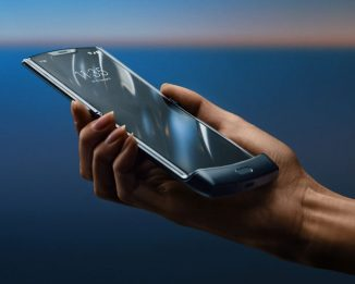 The New Motorola RAZR with Full-length Touchscreen Folds Completely in Half