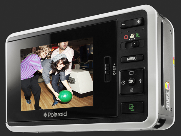 Polaroid Instant Digital Camera Z2300 Boasts Integrated Printer with ZINK Technology