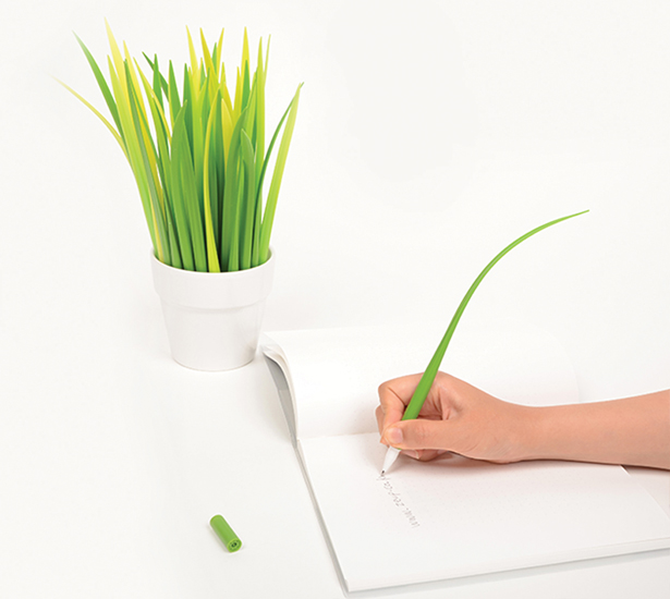 POOLEAF Plastic ball pen by Sil Gi LEE and Chang youn KANG