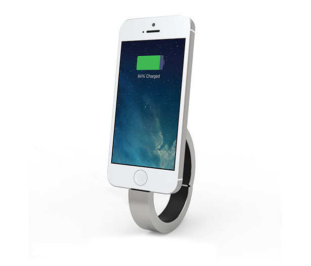 QBracelet Charges Your Smartphone in Style