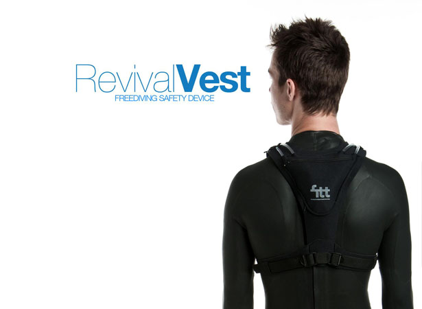 Revival Vest Brings Black Out Divers to The Surface In An Upright Safety Position Ready for Resuscitation