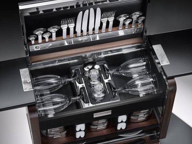 Rolls Royce Picnic Hamper to Celebrate Phantom Zenith Collection