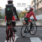 Seil Bag for Bike Riders Displays Turn Signals to Inform Others
