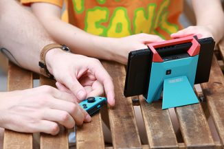 Switchblade Hub – Hand-Held Hub for Nintendo Switch with Integrated HDMI Output