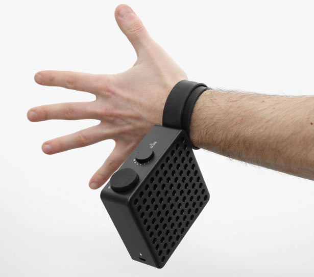 The Monkey : Radio Speaker Features Antenna That Snaps Just Like a Monkey Tail