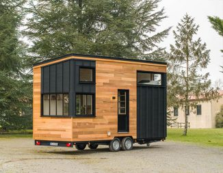 Tiny House Road Runner Is Spacious Enough for Four People and a Cat