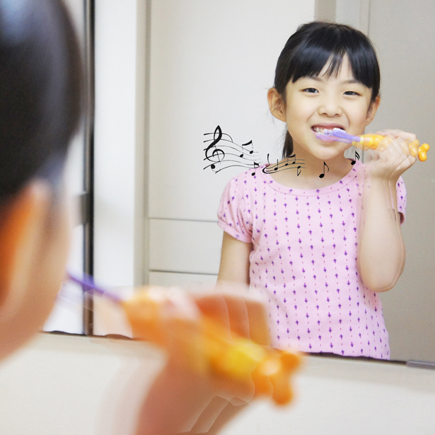 Ttone Interaction Toothbrush by Nien-Fu Chen