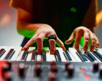 WAVE Wearable MIDI Controller – Control Sounds With The Motion of Your Hand