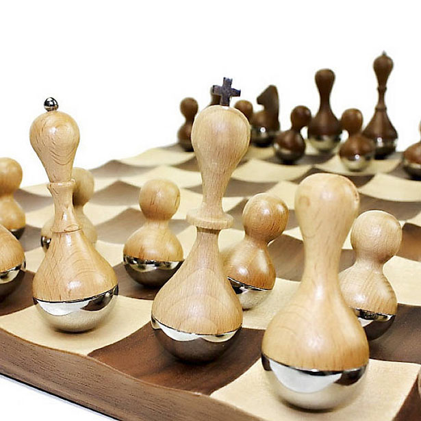 Chess tuvie - Wobble chess set ...