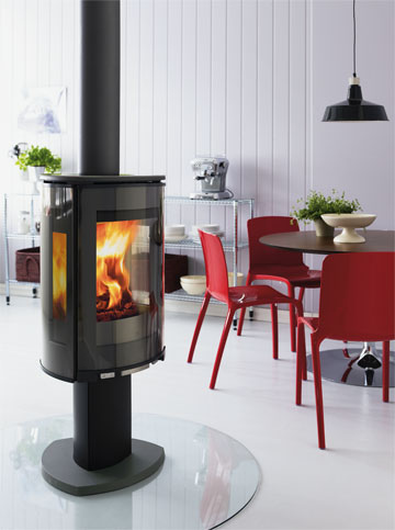 In order to give the experience of true open fire, the wood-burning stove