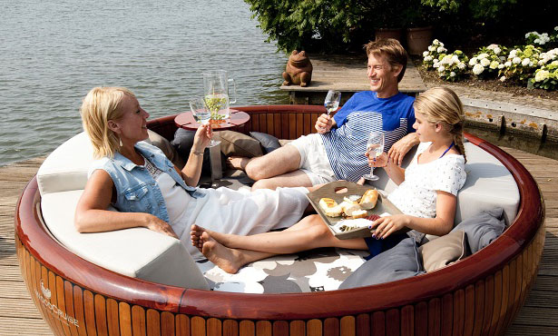 WoodCruise – Outdoor, Rotating Lounge Furniture to Enjoy Sunbathing
