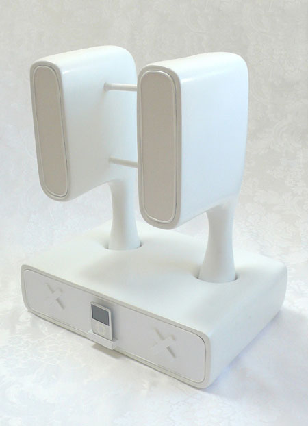 """Yo"" : MP3 Player Dock with Removable Speakers"